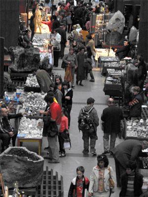 """Великденска изложба-базар на минерали в НМ """"Земята и хората"""""""