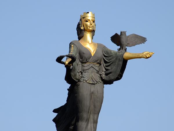 Статуята на София, автори: Георги Чапкънов и арх. Станислав